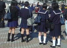 """Bắt buộc nữ sinh mặc đồ lót trắng, thậm chí còn... """"kiểm tra"""" định kỳ, trường học ở Nhật bị chỉ trích dữ dội"""