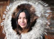 Phong tục 'ngủ chung' với khách lạ khi được chồng cho phép của phụ nữ Eskimo