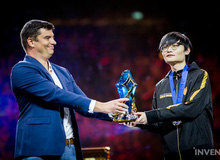 Bị ném đá sau thất bại tại Demacia Cup, Tian 'nổi điên' ngay trên stream: 'MVP CKTG chỉ mang lại toàn điều kinh tởm'