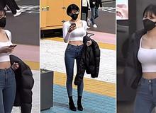 """Đứng khoe dáng giữa phố, nữ Youtuber gợi cảm gây choáng váng khi công bố số lượng nam giới """"săm soi"""" cô nàng"""