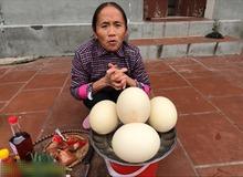 Bà Tân Vlog làm món trứng đà điểu khổng lồ, cộng đồng mạng nhanh mắt nhận ra sự kết hợp dễ gây ngộ độc của món ăn