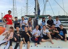 """""""Xịn sò"""" như Team Flash, cả team đi Singapore du lịch còn thuê hẳn du thuyền để tham quan """"sương sương"""""""