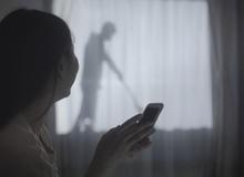 """Công ty Nhật nghĩ ra cách bảo vệ phụ nữ đơn thân giống hệt trong phim """"Ở nhà một mình"""""""