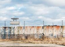 Chuyện lạ: Bác gái 60 tuổi ung dung bước vào nhà tù, hack cả server lẫn máy tính của quản ngục