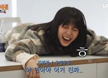 Tưởng fan-boy Faker thế nào, nam thần 'trình' Kim Cương Hee-chul bị nữ MC xinh đẹp của LCK bón ngập hành