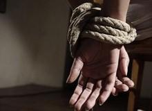 """Được thuê để đột nhập vào nhà chơi trò """"người lớn"""", 2 thanh niên Úc bế nhau vào tù do đi nhầm địa chỉ"""