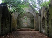 Khám phá những địa điểm bỏ hoang như game kinh dị tại Việt Nam: Nhà thờ cổ Ba Vì