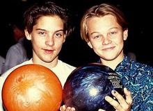 """Ai ngờ tài tử """"Titanic"""" Leonardo và """"Người nhện"""" Tobey là bạn thân 34 năm: Nhìn hình ảnh xưa - nay mà cảm động!"""