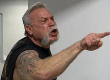 """Chơi game xong cãi nhau, lão game thủ 56 tuổi lao vào combat bạn già ngay trên đường, bị """"nhấc"""" luôn lên phường"""