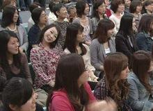 """1 năm sau khi chương trình lên sóng, khán giả mới nhận ra hình ảnh """"chị gái nghiêng đầu"""" trong đó gây xôn xao MXH Nhật vì quá đáng sợ"""