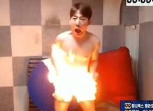 """Nhận lời đề xuất từ khán giả, Youtuber điển trai Hàn Quốc tự đốt """"của quý"""" khi đang livestream để chịu phạt ai ngờ lại có cái kết không thể thảm hơn"""