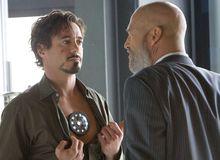 Lò phản ứng Hồ quang của Iron Man ban đầu được thiết kế vì mục đích gì ?