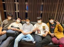 Fan hâm mộ bồi hồi xúc động trước bức ảnh hội ngộ của các cựu thành viên SKT: 'Đây mới là những nhà vô địch đích thực'