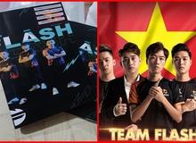 """Fan cuồng Team Flash Liên Quân Mobile in hình ảnh đội tuyển lên vở để """"mãi bên nhau bạn nhé"""""""
