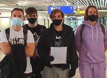 Chưa đánh CKTG, 'Gánh hài G2' đã bắt đầu diễn ảo thuật: Caps sang Trung Quốc nhưng để quên toàn bộ hành lý ở nhà