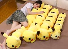 """Mùa đông không lạnh nếu các bạn FA sở hữu chiếc gối ôm Pikachu """"dài như rết"""" này"""