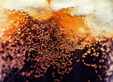 Vì sao nước có ga ngon hơn khi uống lạnh?