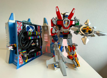 Hô biến bộ đồ chơi ấu thơ thành dàn PC robot Voltron đẹp ngỡ ngàng