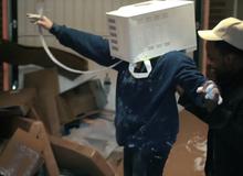 YouTuber suýt chết vì trét xi măng lên đầu rồi thò vào lò vi sóng