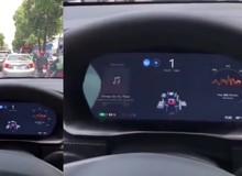 """Thử nghiệm thực tế cho thấy hệ thống tự hành của xe Tesla """"bó tay lái"""" trước giao thông Việt Nam"""