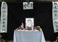 Attack On Titan: Quá đau lòng trước cái chết của Eren, fan còn tổ chức đám tang đời thật cho anh chàng