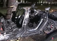 Xe điện Tesla của Elon Musk đâm và bốc cháy khiến hai người tử vong, không ai ngồi ở ghế lái