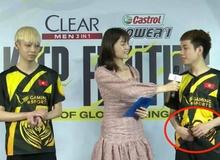 """Đứng cạnh MC Bảo Hằng, lại thêm một """"cái tay hư hỏng"""" bị bắt quả tang trên sóng"""