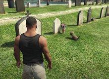 Sau gần thập kỷ ra mắt, chú chó này trong GTA V vẫn luôn đến thăm mộ chủ nhân