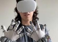 """Hacker trẻ sáng chế găng tay VR phản hồi xúc giác hệt như """"Iron Man"""" chỉ với 22 đô"""