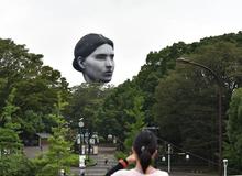 Khinh khí cầu 'đầu người' lơ lửng trên bầu trời Tokyo - Nhật Bản khiến dân tình xôn xao