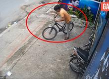 Bất ngờ với clip đối tượng ăn trộm xe đạp tại quán Net