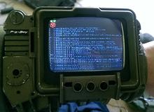 """Game thủ tự chế chiếc """"máy tính đeo tay"""" y hệt trong game"""
