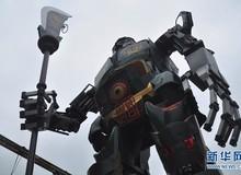 Choáng với tượng Quan Công Transformers khổng lồ của game thủ Trung Quốc