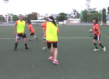 Giới trẻ Sài Gòn chơi trò cưỡi chổi phù thủy đá bóng
