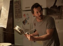 Knock Knock - Phim kinh dị 16+ có nam diễn viên Keanu Reeves