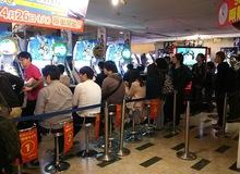 Giờ đã là 2016 nhưng người Nhật vẫn xếp hàng dài để chờ chơi điện tử xèng