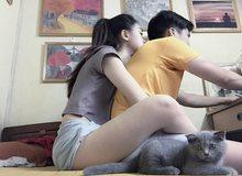Game thủ Việt phát sốt với cô nàng sẵn sàng ôm người yêu cả tiếng khi chơi điện tử