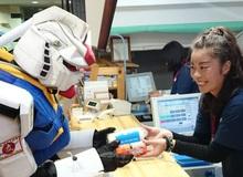 Lạ mắt với nhóm cosplay Gundam tại khu trượt tuyết
