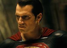 Mở màn ấn tượng nhưng Batman V Superman vẫn khó có doanh thu cao
