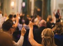 Cùng là fan cuồng, cặp vợ chồng quyết làm đám cưới phong cách Harry Potter