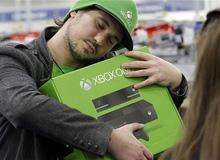 Được Bill Gates tặng máy Xbox One của chính mình, đây là game thủ may mắn nhất năm 2016