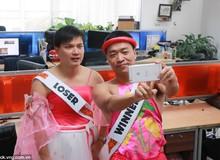 CEO VNG Lê Hồng Minh mặc váy hồng, giả gái để làm từ thiện