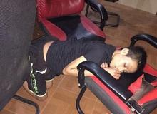 Cười rụng rốn với chùm ảnh game thủ Việt ngủ 'vắt lưỡi' ngoài quán net