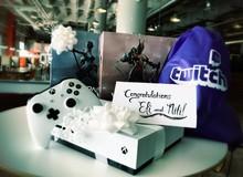 Ghen tị với cặp đôi game thủ cưới nhau còn được Microsoft tặng cả Xbox One