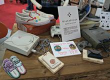 Hoa mắt với đủ mọi loại hàng hóa được bày bán ở Tokyo Game Show 2016