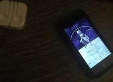Vừa bắt được Mewtwo, game thủ Pokemon GO liền bị nhóm Rocket cướp điện thoại