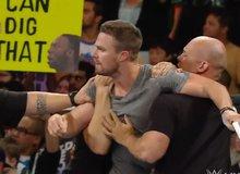 Siêu anh hùng 'Cung Xanh' lao lên đài WWE tẩn cả võ sĩ