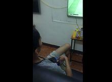 Kinh ngạc trước anh chàng người Việt có thể đá PES bằng một tay