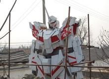 Chàng sinh viên nghèo bỏ 1 năm trời tự dựng bức tượng Gundam khổng lồ