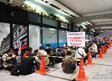 Hàng loạt game thủ Nhật Bản xếp hàng dài chờ đợi nhiều tiếng đồng hồ để mua PlayStation VR